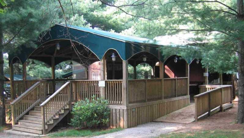 Pine Tavern Restaurant - pavilion